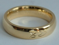 9ct Gold with Triinity knot Engraving